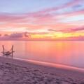 Sonnenuntergang am Strand des 5-Sterne Hotel Lux*-Le Morne auf Mauritius.