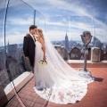 Brautpaar nach der Trauung auf dem Rockefeller Center in New York.