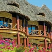 Nahaufnahme der Gebaeude im 4-Sterne Ocean Paradise Resorts.
