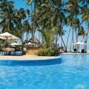 Kleine Inseln zum Verweilen inmitten des Pools im 4-Sterne Ocean Paradise Resort.