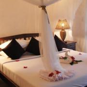 Doppelbett in einem Zimmer des 4-Sterne Ocean Paradise Resort.