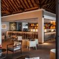 Die Bar Paradis im 5-Sterne Hotel Paradis Beachcomber Golf Resort und Spa am Abend.