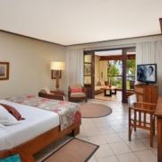 Innenansicht eines Zimmers im 5-Sterne Hotel Paradis Beachcomber Golf Resort und Spa.