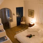 Dekoriertes Zimmer im 4-Sterne Hotel Heliotopos in Griechenland.