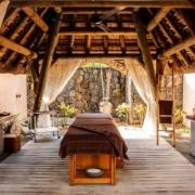 Spa mit Massageliege im 5-Sterne Hotel Shandrani Beachcomber auf Mauritius.