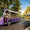 Elektrobus mit Fahrer fuer Fahrten innerhalb des grossen Gelaendes 5-Sterne Hotel Shandrani Beachcomber auf Mauritius.