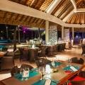 Restaurant in der Abenddaemmerung im 5-Sterne Hotel Shandrani Beachcomber auf Mauritius.