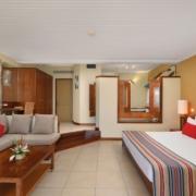 Innenansicht eines Superior Zimmers im 5-Sterne Hotel Shandrani Beachcomber auf Mauritius.
