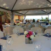 Hochzeitsdekoration im Restaurant des Landhauses Villa I Sette Borghi in der Toskana.