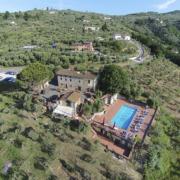 Luftaufnahme auf das Landhaus Villa I Sette Borghi in der Toskana.