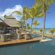 Restaurant und Bar mit Blick auf das meer im 5-Sterne Hotel Trou aux Biches Mauritius Beachcomber.