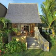 5-Sterne Hotel Trou aux Biches Mauritius Beachcomber-Tropical-Junior Suite mit Paar auf der Terrasse.