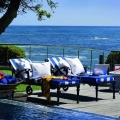 Zwei Liegen am Atlantiv Terrace Pool im 4-Sterne Hotel Twelve Apostel in Suedafrika.