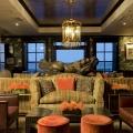 Die Leopard Bar im 4-Sterne Hotel Twelve Apostel in Suedafrika.
