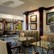 Lobby mit ueppiger Ausstattung im 4-Sterne Hotel Twelve Apostel in Suedafrika.