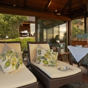 Outdoor Spa Gazebo des im 4-Sterne Hotels Twelve Apostel in Suedafrika.