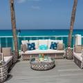 Beach Deck mit gemuetlichen Lounge Moebeln im 4-Sterne Plus Hotel The Waves Hotel & Spa auf Barbados.