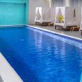 Lounge Pool mit gemuetlichen Doppelliegen im 4-Sterne Plus Hotel The Waves Hotel & Spa auf Barbados.