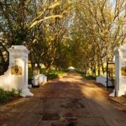 Auffahrt zum Lanzerac Hotel & Spa Suedafrika.