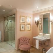 Bad im Classic Room im Lanzerac Hotel & Spa Suedafrika.