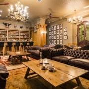 Lounge mit Bar im Lanzerac Hotel & Spa Suedafrika.