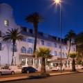 Aussenfassade des 4-Sterne Hotels Winchester Mansions, in Kapstadt bei Nacht.