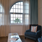 Lounge in einer Junior Suite im 4-Sterne Hotel Winchester Mansions, in Kapstadt in Suedafrika.
