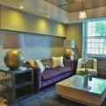 Der Aufenthaltsbereich in der Lobby im 4-Sterne Hotel Winchester Mansions, in Kapstadt in Suedafrika.