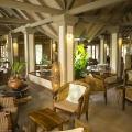 Lobby im 3-Sterne Plus Hotel Indian Ocean Lodge auf der Insel Praslin, Seychellen.