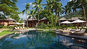 Pool im 5-Sterne Resorts Constance Ephélia in Mahe, Seychellen.