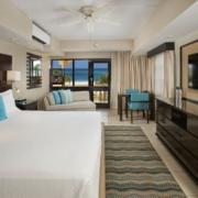 Innenansicht Deluxe Zimmer mit Meerblick im 4-Sterne Plus Hotel Bucuti & Tara Beach Resort.