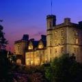 Aussenansicht im Sonnenuntergang des 5-Sterne Hotel Fort William - Inverlochy Castle.