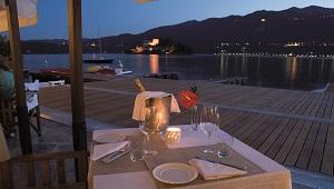 Terrasse am Abend im 4-Sterne Hotel San Roco am Ortasee.