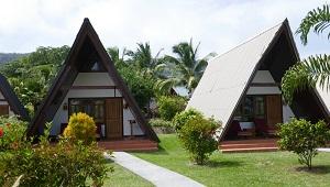 Einzelstehende Giebelgebaeude im 3-Sterne plus Hotel La Digue Island Lodge auf den Seychellen.