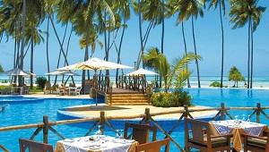 Blick aus dem Restaurant auf dem Pool im 4-Sterne Ocean Paradise Resort.