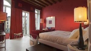 Innenansicht einer Junior Suite im 4-Sterne Centurion Palace Hotel in Venedig.