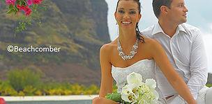 Brautpaar vor dem Le Morne Brabant auf Mauritius. ©Copyright Beachcombe