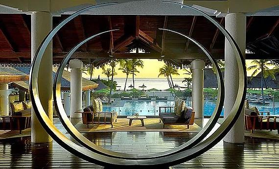 Eingang mit Blick auf Meer und Pool im 5-Sterne Sofitel Imperial Resort & Spa auf Mauritius.