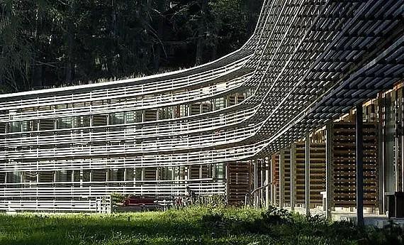 Aussenansicht des 5-Sterne Hotels Vigilius Mountain Resort am Vigiljoch bei Meran.
