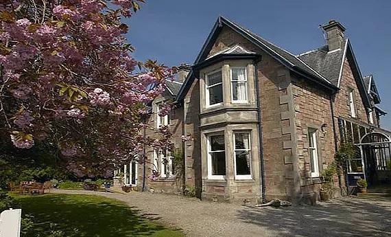 Aussenansicht auf das Trafford Bank Guest House in Schottland.