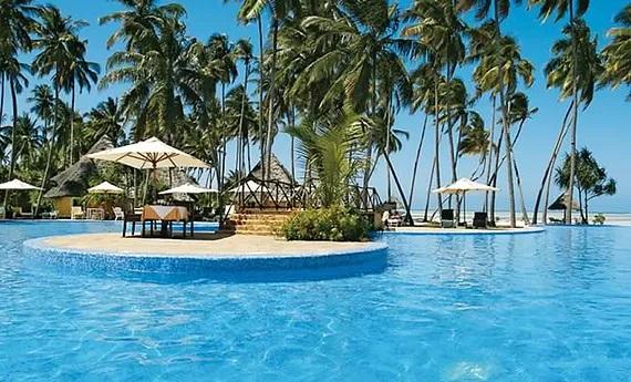 Pool im 4-Sterne Ocean Paradise Resort.