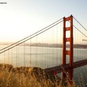 Grossaufnahme eines Pfeilers der Golden Gate Bridge von Marin Headlands aus gesehen, ©Scott Chernis Photography.